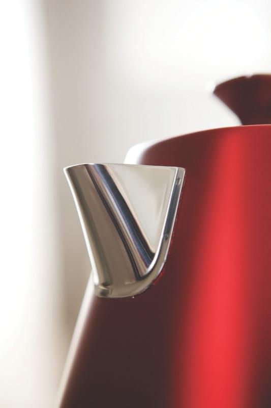 DeLonghi 1.7L Distinta Flair Kettle - Red KBI2001R