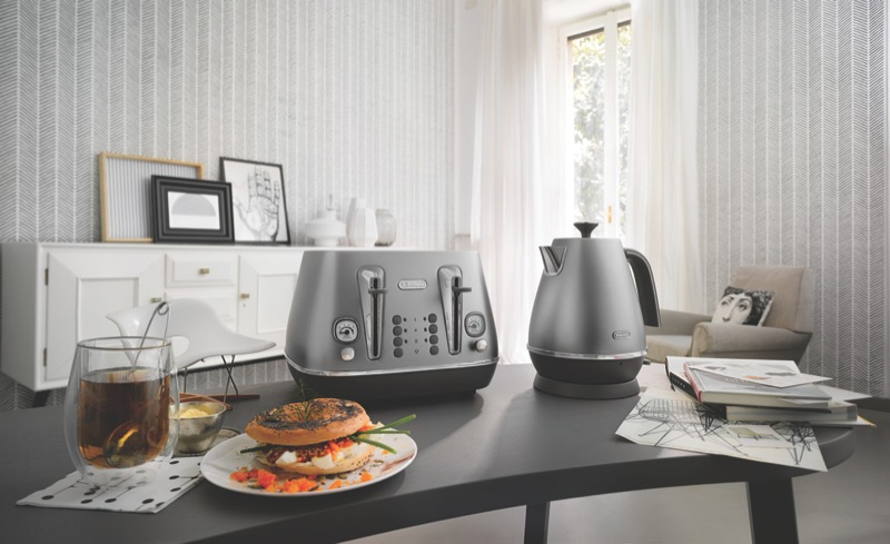 DeLonghi 1.7L Distinta Flair Kettle - Silver KBI2001S