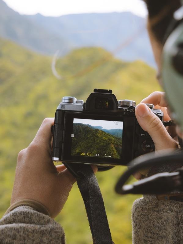 Olympus OM-D E-M5 Mark III Mirrorless Camera + 12-45mm Lens Kit - Silver V207092SA000